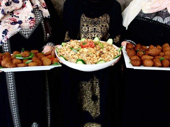 karam-kitchen-burqa-platters_1500x1125